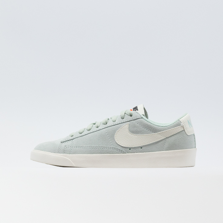 WOMEN'S NIKE BLAZER LOW SHOE