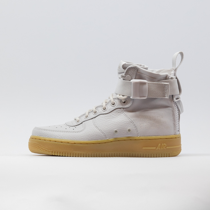WOMEN'S NIKE SF AIR FORCE 1 MID SHOE